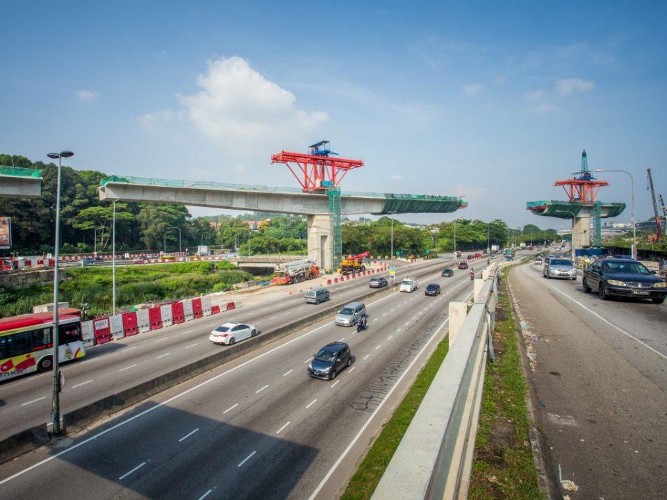 Pandangan pembinaan galang kekotak bersegmen untuk rentangan terpanjang bagi Laluan Sungai Buloh-Serdang-Putrajaya, menyeberangi Jalan Kuala Selangor, berhampiran Sekolah Antarabangsa IGB
