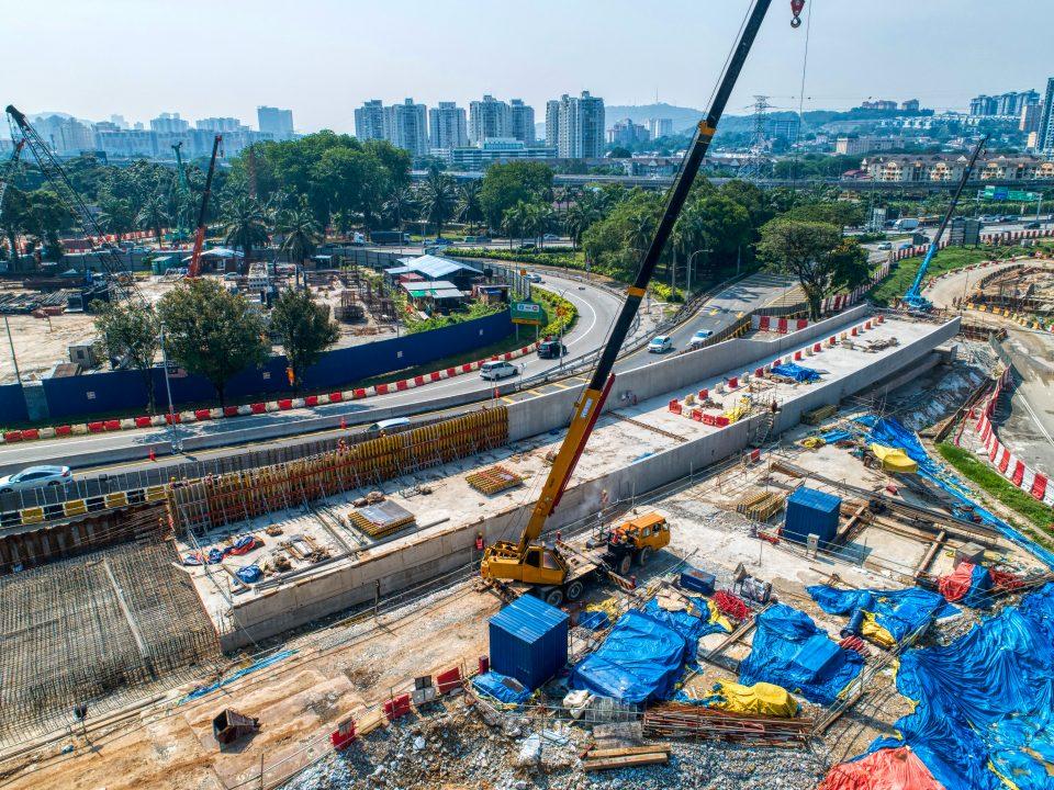 Kerja-kerja konkrit pengukuhan sedang dijalankan boleh dilihat dari pandangan udara South Portal.