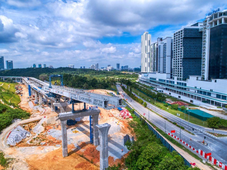 Rentang pelancaran galang kekotak bersegmen sedang dijalankan di tapak Stesen MRT Cyberjaya Utara.