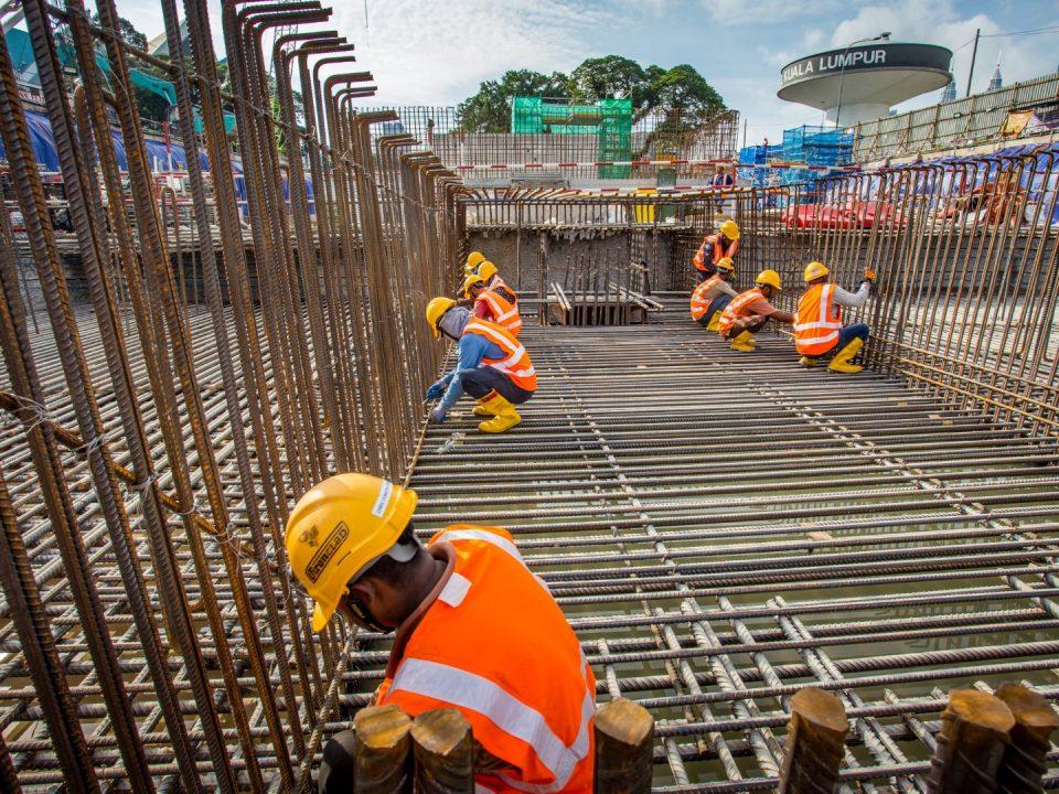 Pandangan kerja-kerja pembinaan tempat letak kenderaan baharu Hospital Kuala Lumpur di Syaf Penyelenggaraan 1.