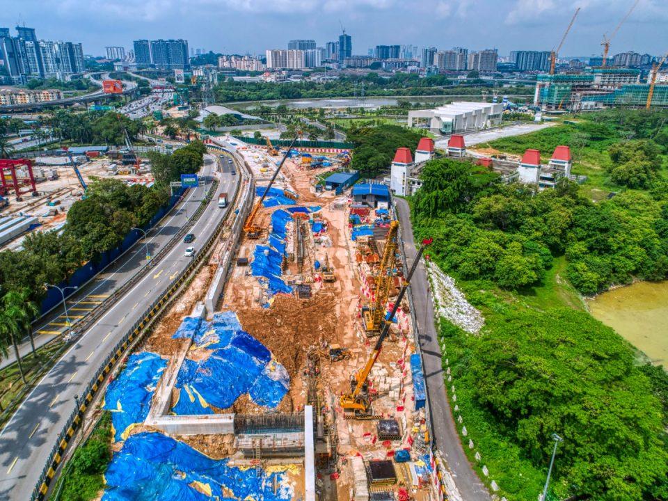 Pandangan udara tapak pembinaan Portal Selatan.