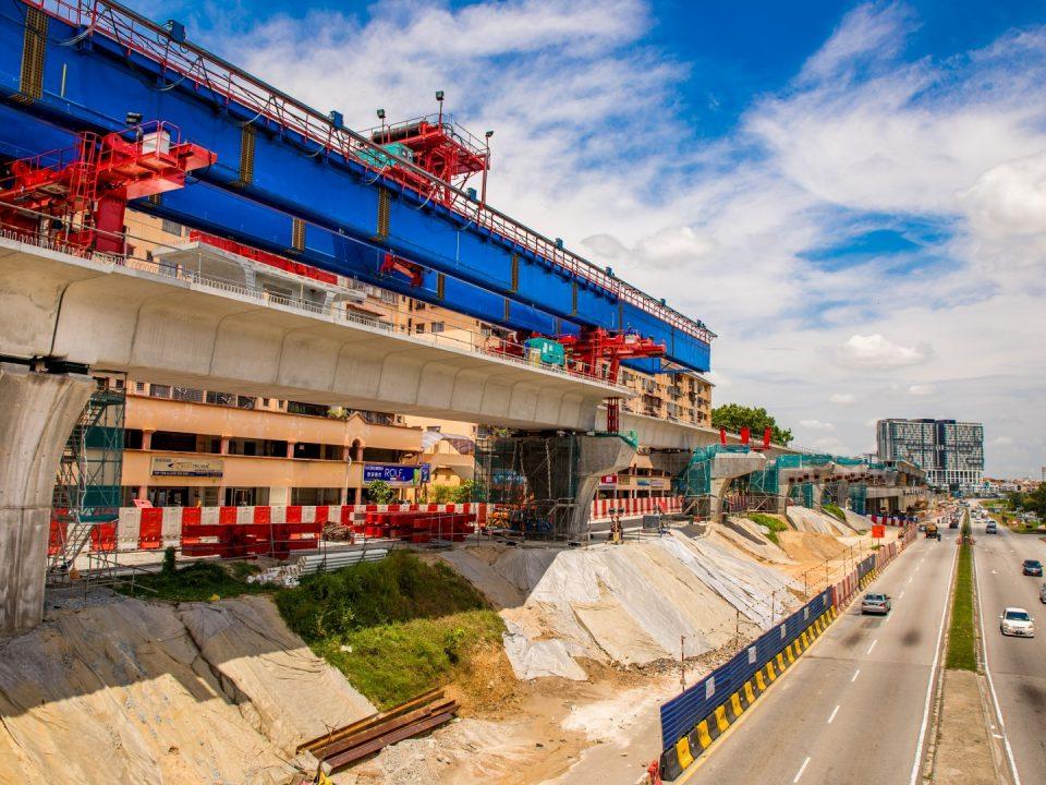 Pandangan pembinaan galang kekotak bersegmen di tapak Stesen MRT Taman Equine.