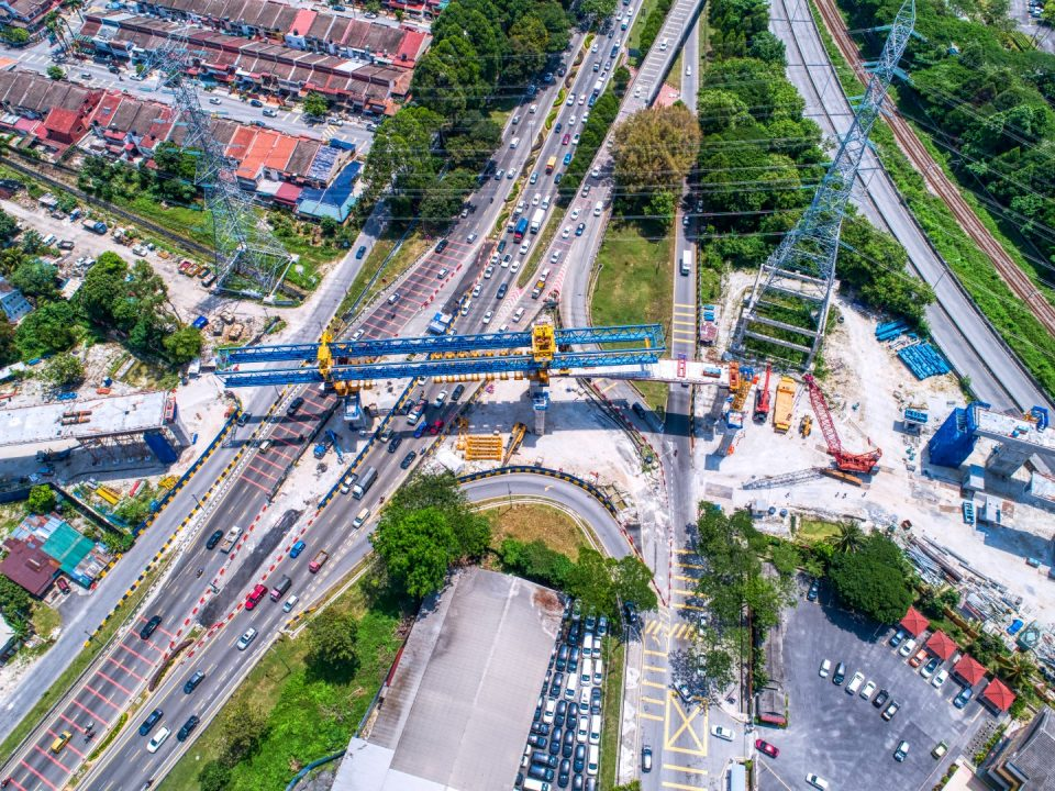 Kerja-kerja pelancaran sedang dijalankan di sepanjang Jalan Kuching.
