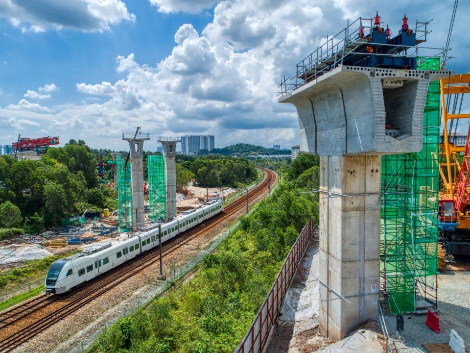 Pandangan udara rentang panjang di tapak Stesen MRT Putrajaya Sentral.