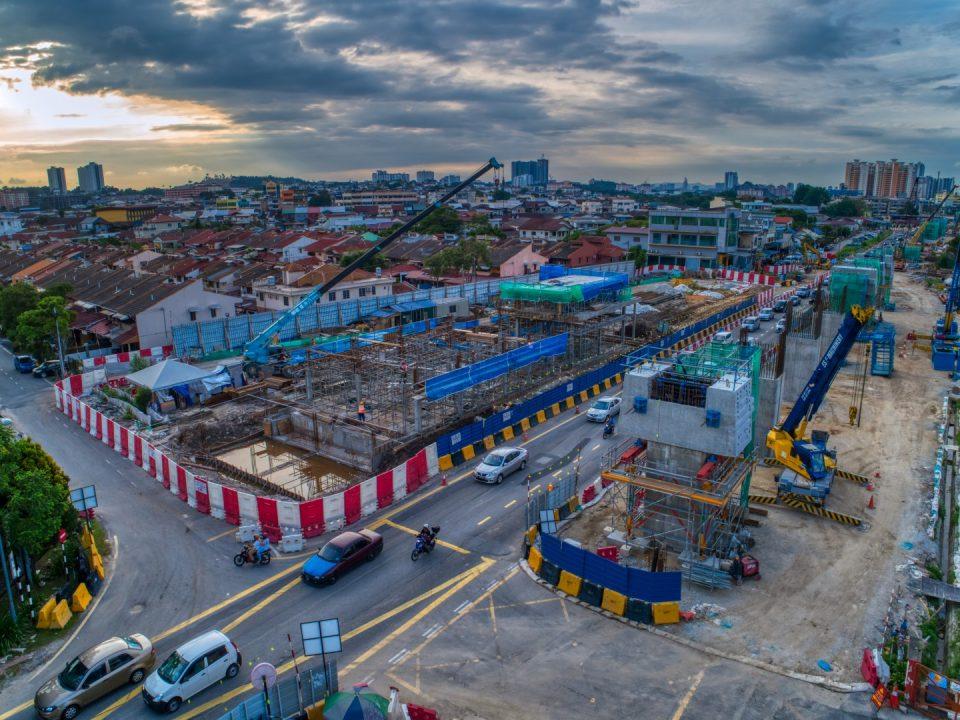 Kerja-kerja berterusan untuk pembinaan kepala sesliang dan struktur bangunan utiliti di tapak Stesen MRT Seri Kembangan.