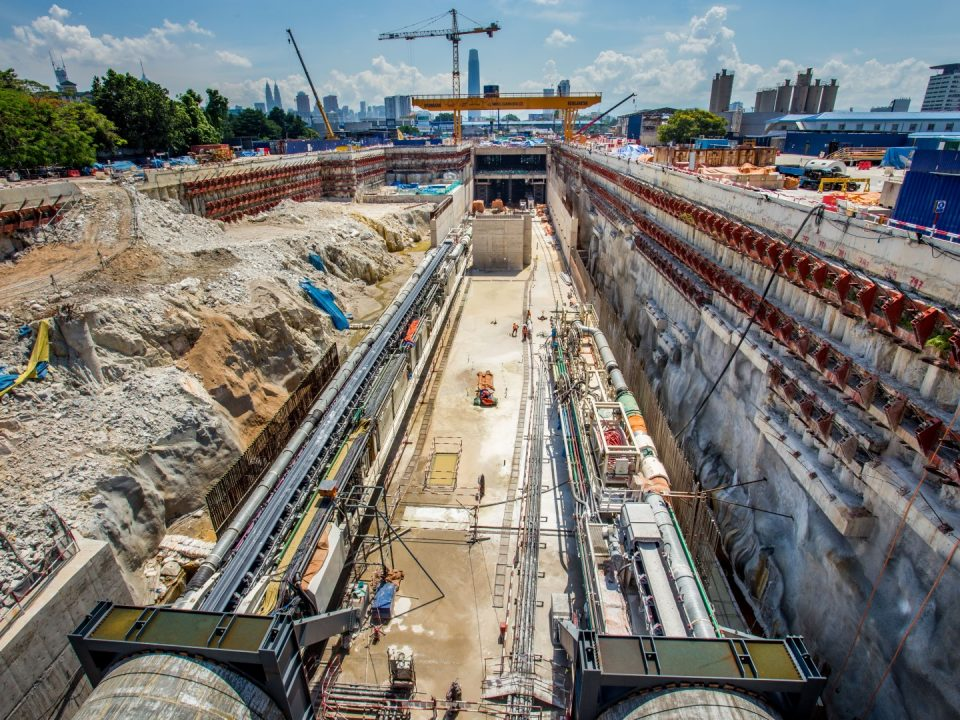 Pandangan mesin pengorek terowong sedang menggali dari tapak Stesen MRT Bandar Malaysia Utara menuju Portal Selatan