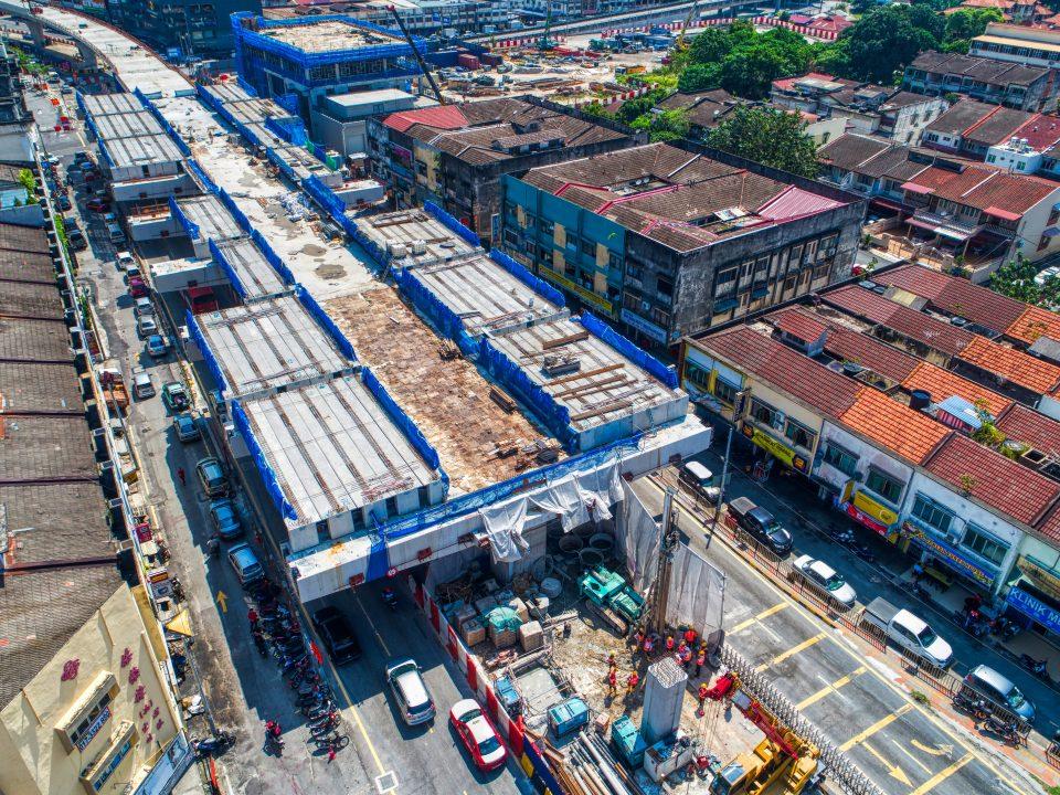 Pelancaran rasuk berbentuk T telah siap di tapak Stesen MRT Kentonmen.