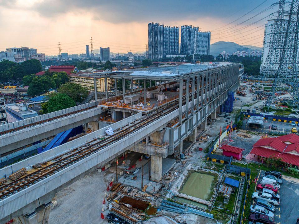 Pandangan udara tapak Stesen MRT Kampung Baru menunjukkan kerja-kerja bumbung sedang berjalan.