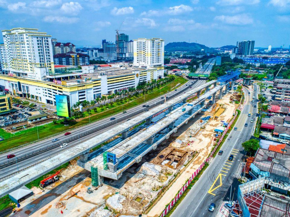 Pandangan udara tapak Stesen MRT Serdang Raya Selatan menunjukkan pembinaan aras ruang legar.