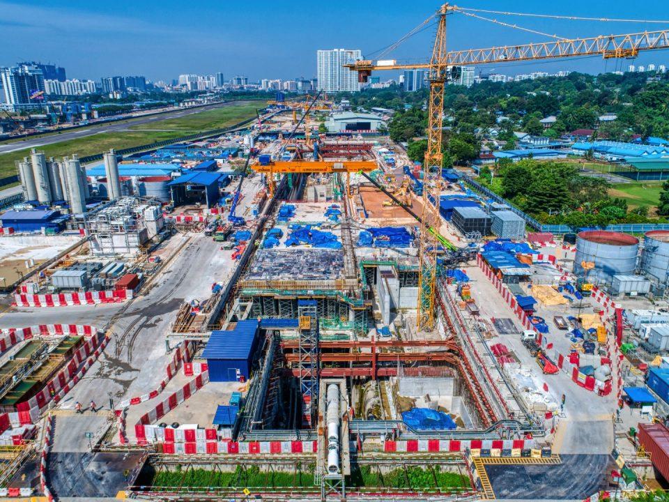 Pandangan udara tapak Stesen MRT Bandar Malaysia Utara menunjukkan kerja-kerja papak aras ruang legar telah siap.