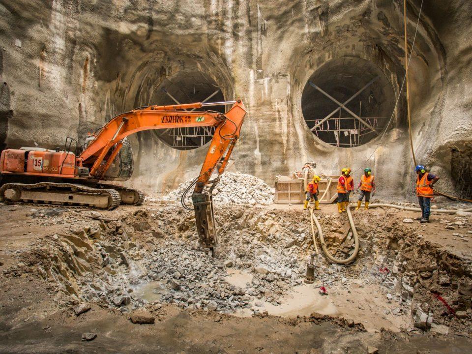 Kerja-kerja penggalian lubang takungan sedang berjalan di tapak Syaf Penyelenggaraan 3.