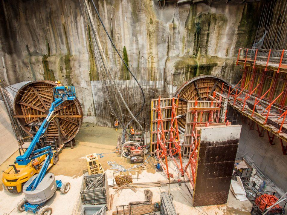 Kerja-kerja persiapan berterusan untuk mesin pengorek terowong boleh dilihat di tapak Stesen MRT Conlay.