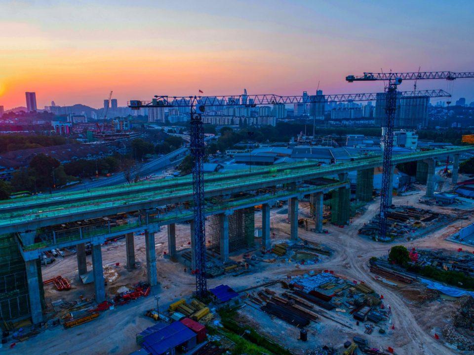 Pandangan udara tapak Stesen MRT Kuchai Lama pada waktu senja