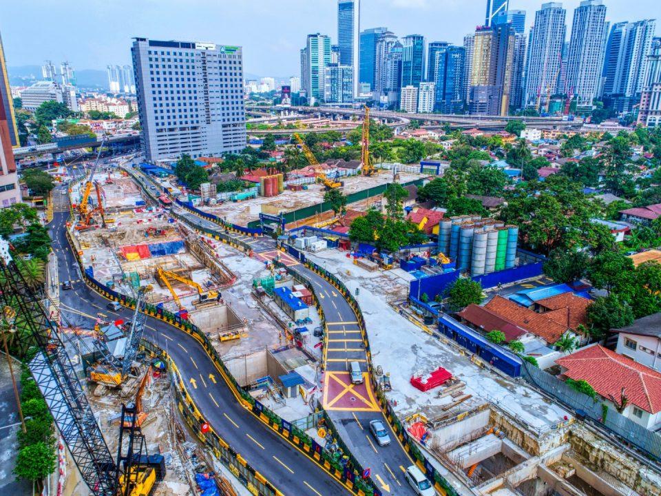 Pandangan udara penggalian dinding gegendang Stesen MRT Kampung Baru Utara bermula di Pintu Masuk A.