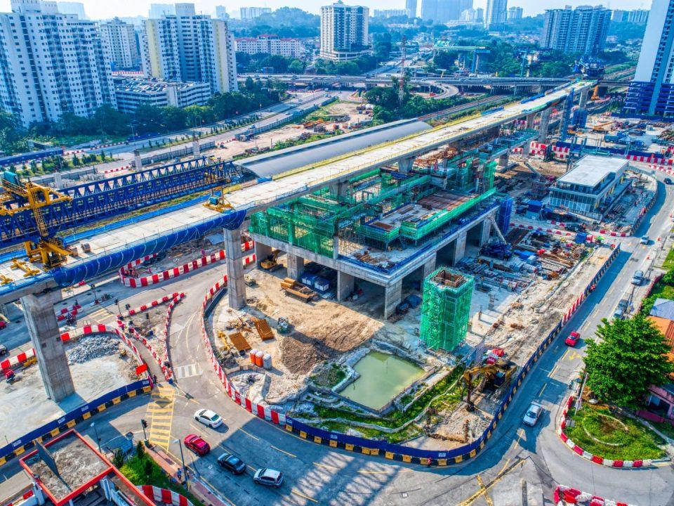 Pandangan udara pembinaan rentang yang telah siap dibina di tapak Stesen MRT Sungai Besi.
