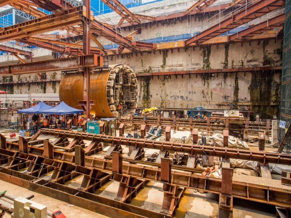 Pandangan penanggalan sedang dijalankan untuk mesin pengorek terowong selepas penembusan di Syaf Penyelenggaraan 1.