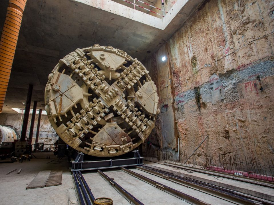 Pandangan mesin pengorek terowong yang telah ditolak masuk dari persilangan Bandar Malaysia Selatan ke Stesen MRT Bandar Malaysia Selatan.