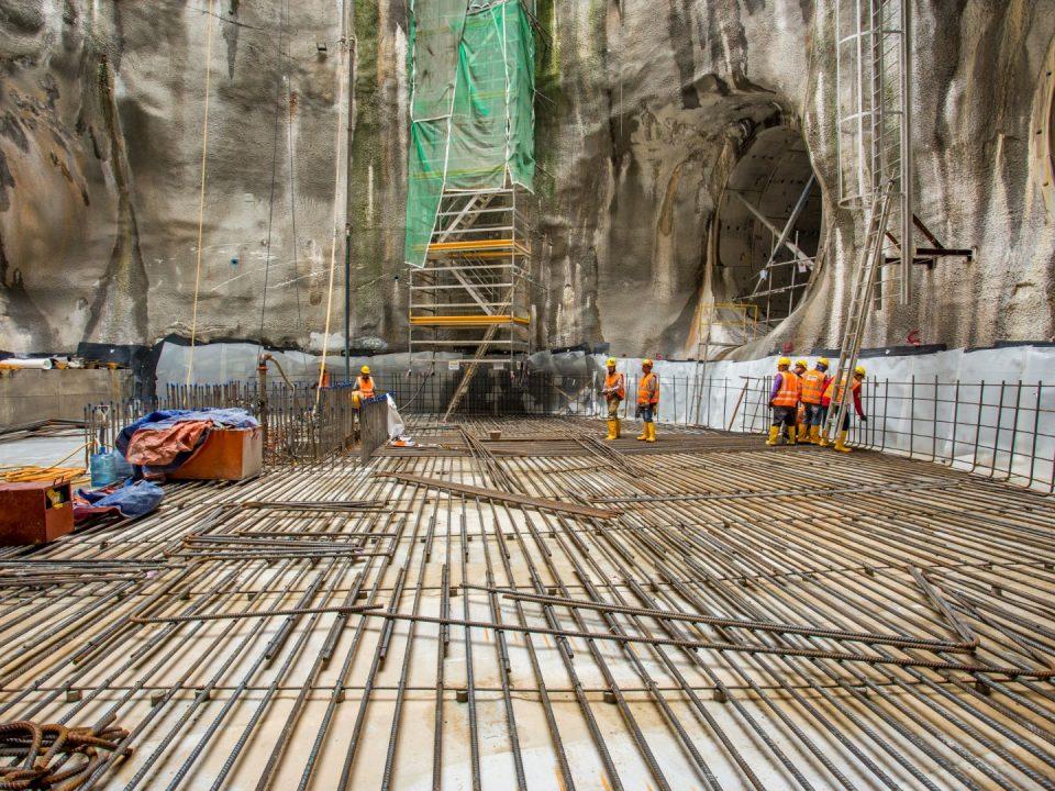 Kerja-kerja pemasangan membran kalis air dan pembinaan rebar untuk papak asas di tapak Syaf Penyelenggaraan 3.