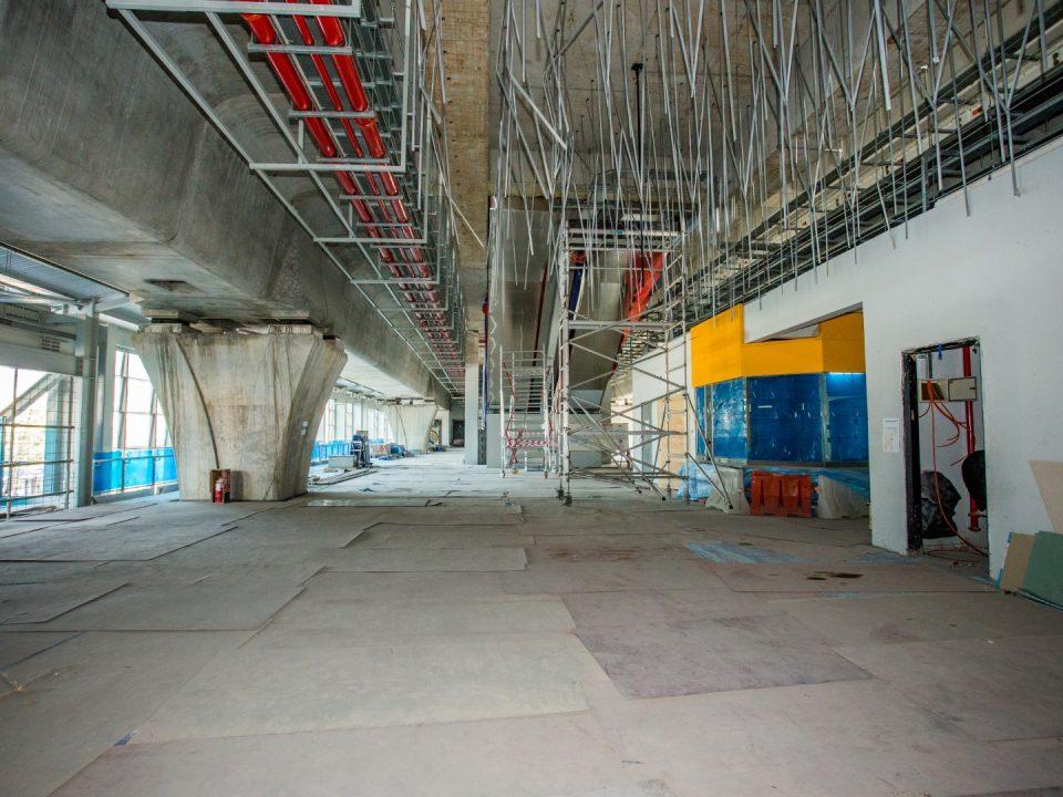 Pandangan kerja-kerja penyelenggaraan platform, siling dan penjubinan Stesen MRT Kepong Baru sedang dijalankan.