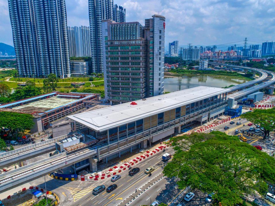 Pandangan udara kerja-kerja fakad sedang dijalankan untuk Stesen MRT Sri Delima