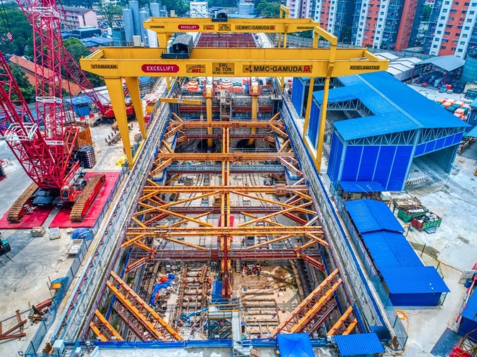 Pandangan udara Syaf Penyelenggaraan 1 menunjukkan kerja-kerja terowong sedang dijalankan dari Persilangan Hospital Kuala Lumpur ke Stesen MRT Ampang Park.