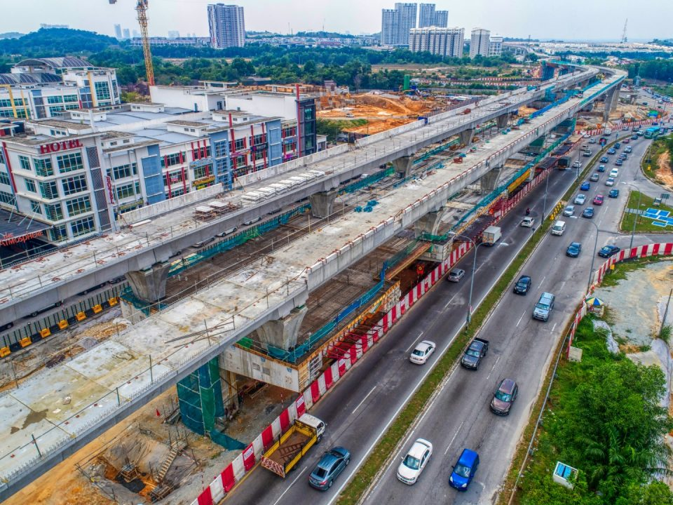 Pandangan udara rasuk aras ruang legar sedang dijalankan di tapak Stesen MRT Taman Putra Permai.