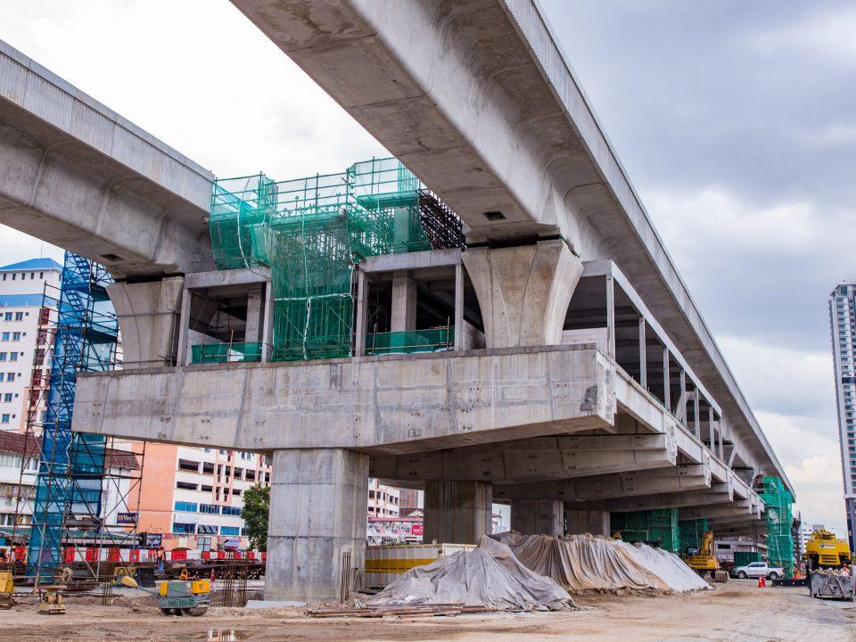 Pembinaan paip saluran hujan sedang berjalan di tapak Stesen MRT Serdang Raya Utara.