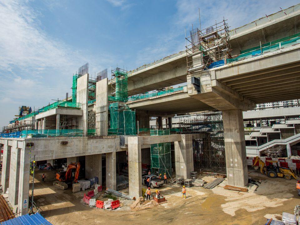 Pembinaan empangan kekotak lurang sedang dijalankan di tapak Stesen MRT Sungai Besi
