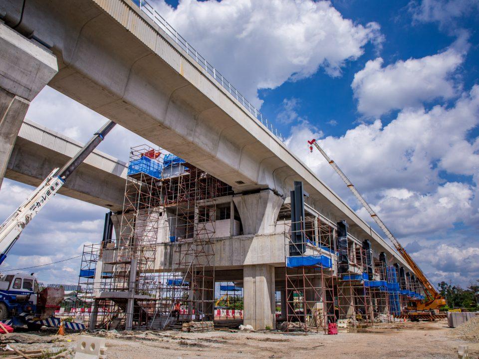 Pembinaan aras platform Stesen MRT UPM sedang dijalankan.