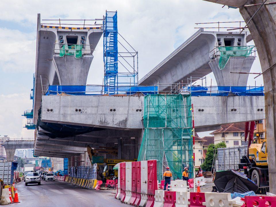Pembinaan aras ruang legar Stesen MRT Serdang Jaya sedang dijalankan.