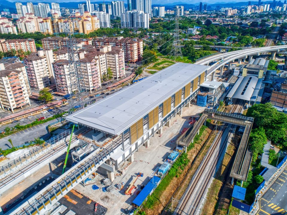 'Bullnose' untuk kerja-kerja bumbung sedang dijalankan di Stesen MRT Kampung Batu.