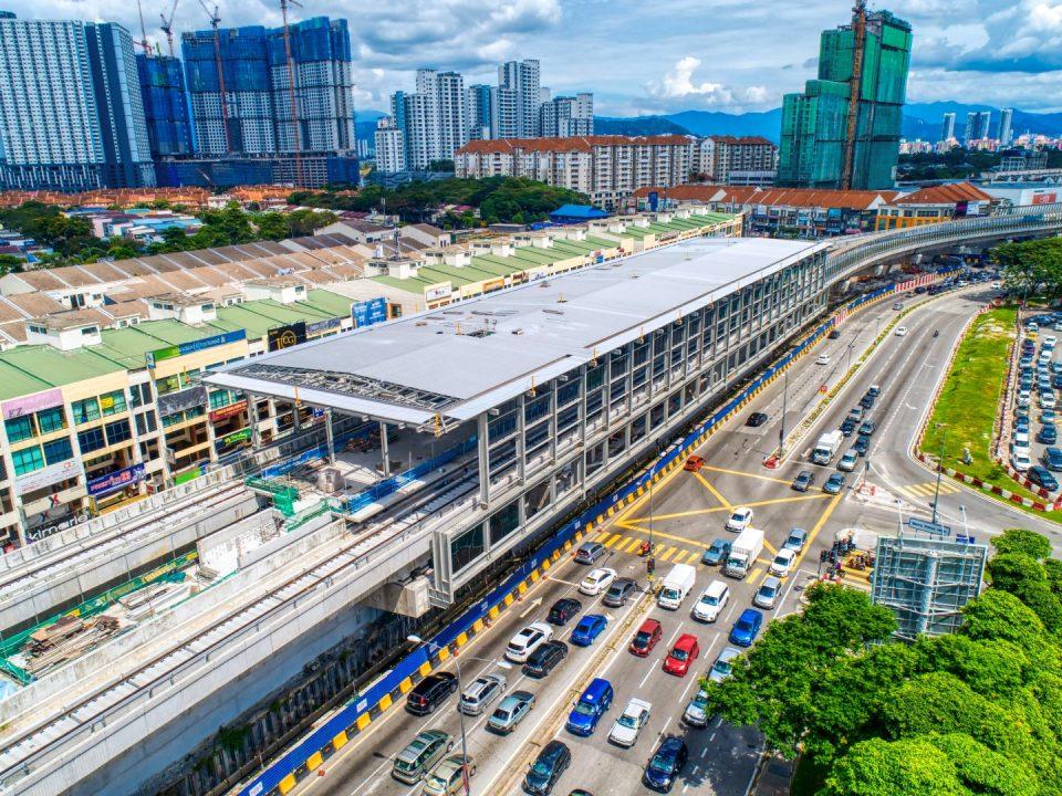 Pemasangan struktur dan perlindungan bumbung sudah 85% siap. Kerja-kerja luaran stesen seperti dinding penahan dan kerja-kerja saliran sedang dijalankan di Stesen MRT Metro Prima.