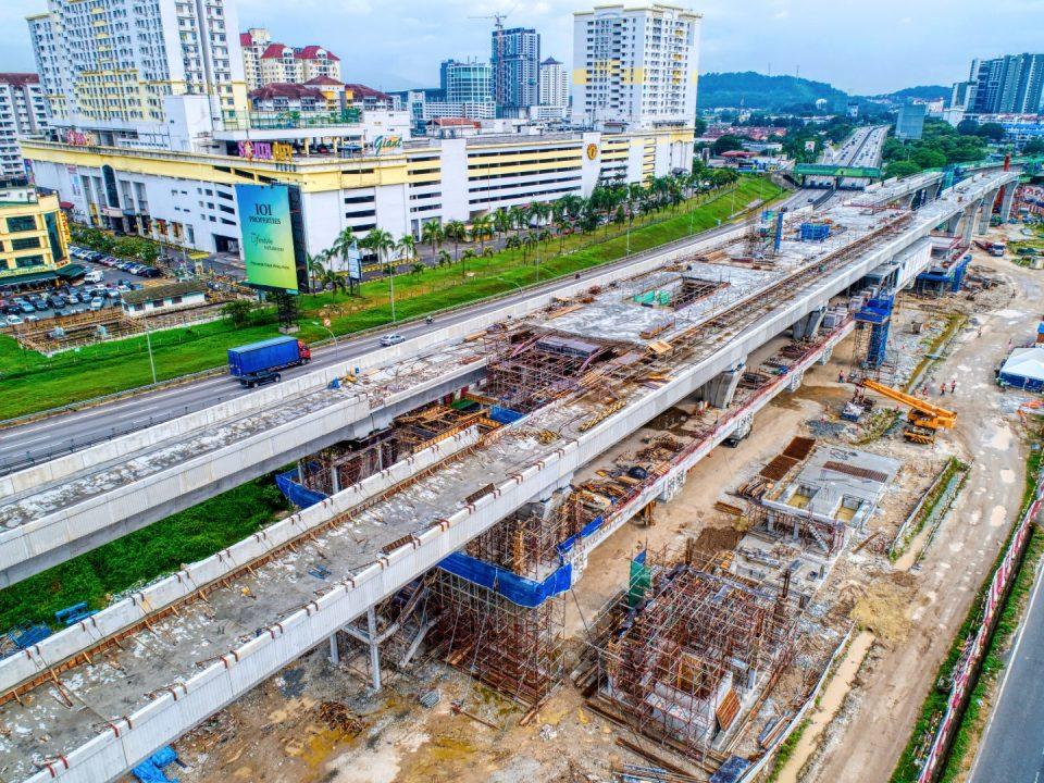 Pandangan udara Stesen MRT Serdang Raya Selatan menunjukkan kerja-kerja stesen sedang dijalankan.
