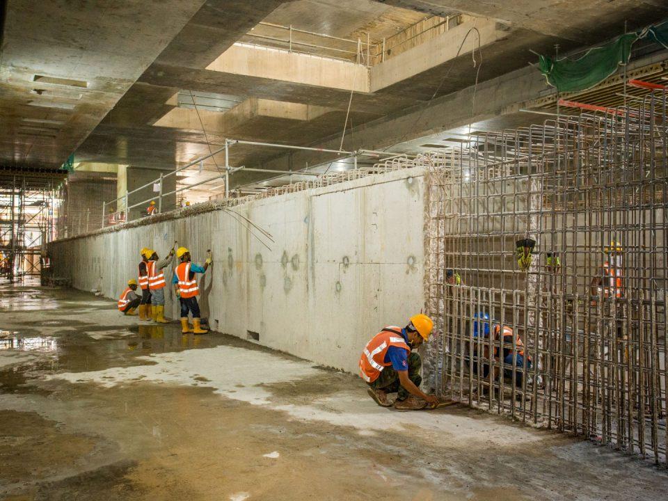 Kerja-kerja rebar untuk dinding platform papak asas Stesen MRT Titiwangsa.