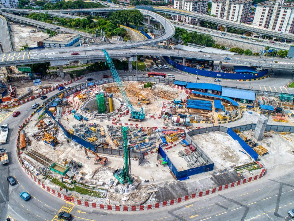 Penyelenggaraan 2 menunjukkan bermulanya pembinaan penubuhan struktur atas tanah syaf.