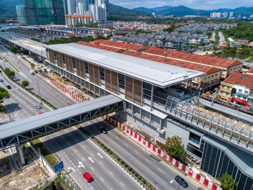 Pandangan udara tapak Stesen MRT Kepong Baru menunjukkan kerja-kerja luaran stesen termasuk saliran dan kerja-kerja tanah sedang dijalankan di.