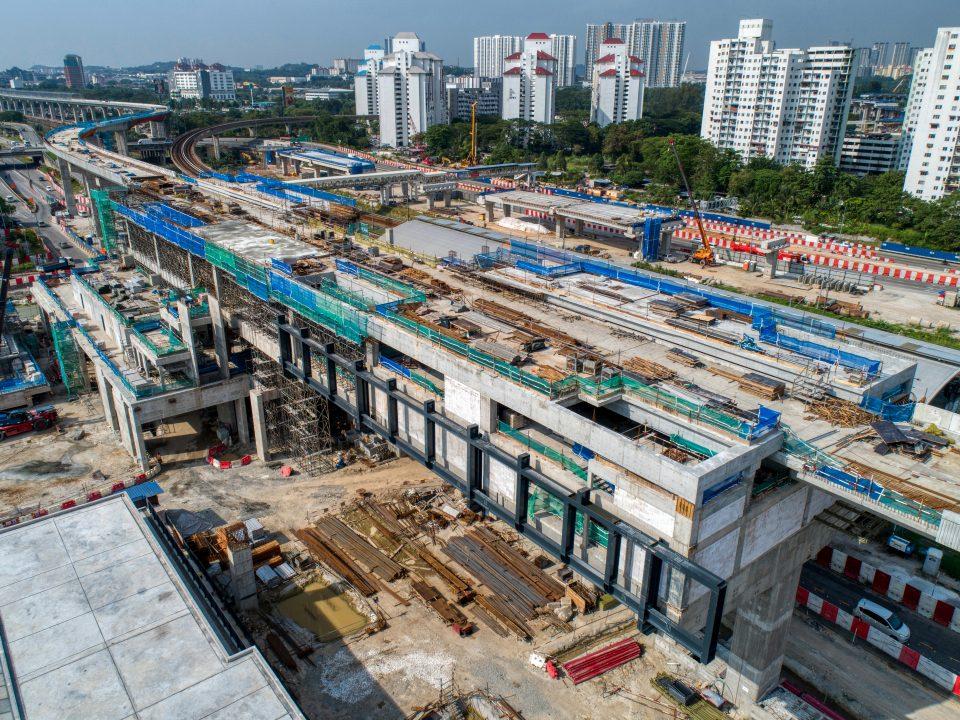 Pandangan udara tapak Stesen MRT Sungai Besi menunjukkan kerja-kerja saliran dan jalan sedang berjalan.