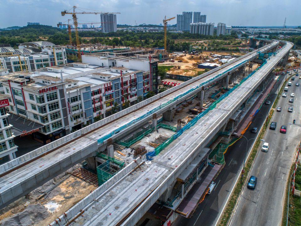 Pandangan udara papak tengah sedang dijalankan di tapak Stesen MRT Putra Permai.