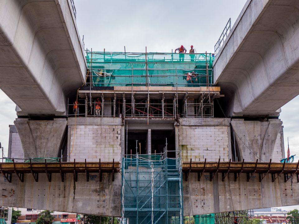 Kerja-kerja penegasan platform sedang dijalankan di tapak Stesen MRT Taman Equine.