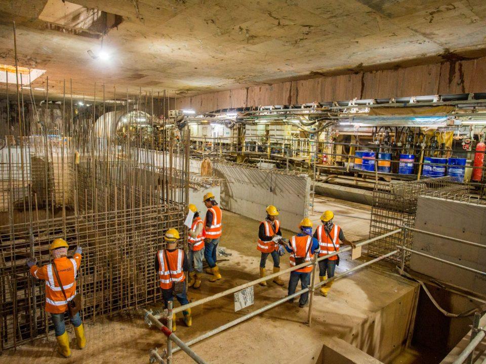 Pemasangan rebar dinding dalaman konkrit tetulang di aras atas platform Stesen MRT Persiaran KLCC