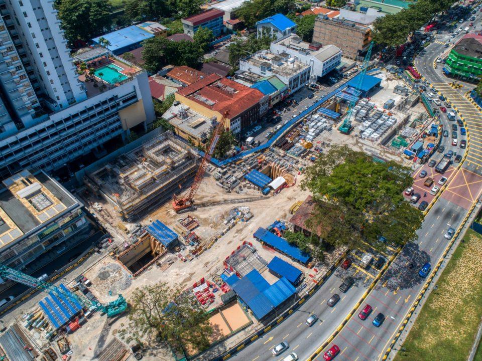 Pandangan keseluruhan tapak Stesen MRT Sentul Barat dengan kerja-kerja bangunan Pintu Masuk B sedang dijalankan.