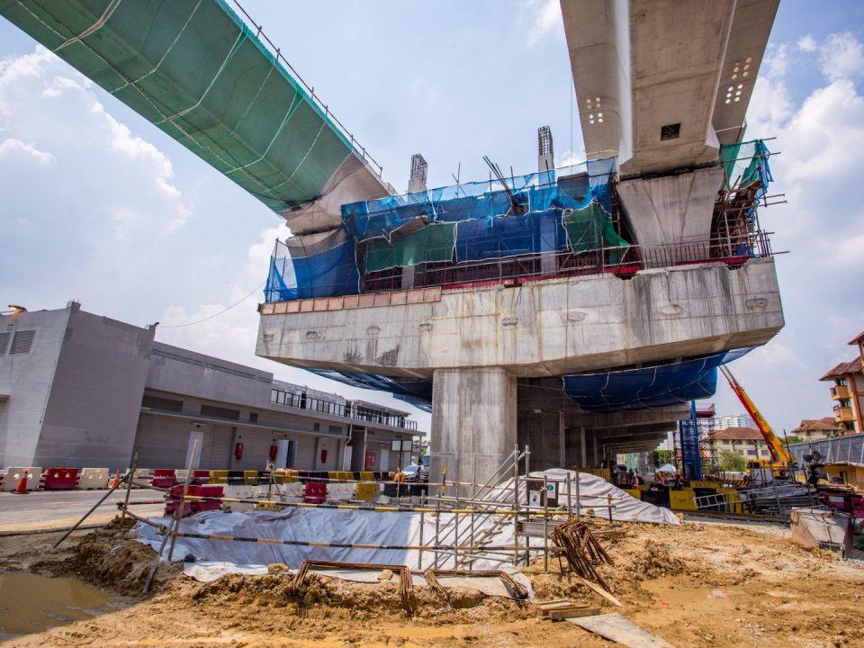 Kerja-kerja struktur stesen sedang dijalankan di tapak Stesen MRT Serdang Jaya.