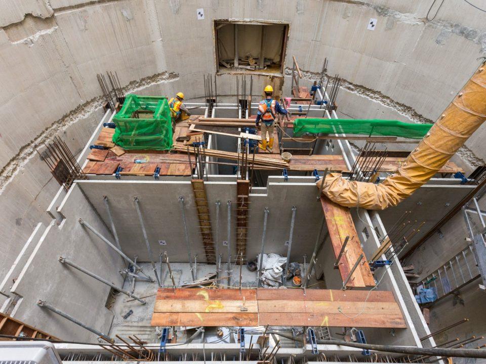 Pemasangan pratuang dinding dalaman di aras bawah tanah 6 Syaf Kecemasan 2