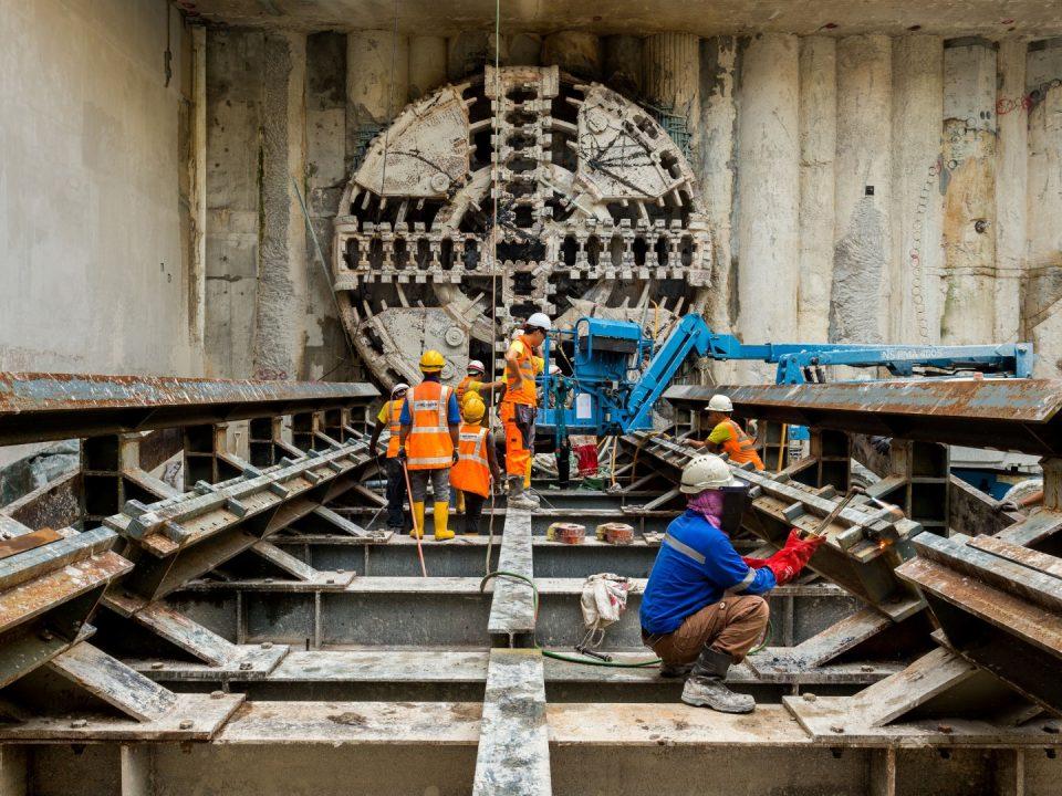 Permulaan kerja-kerja pengambilan semula Mesin Pengorek Terowong di Syaf Kecemasan 1.