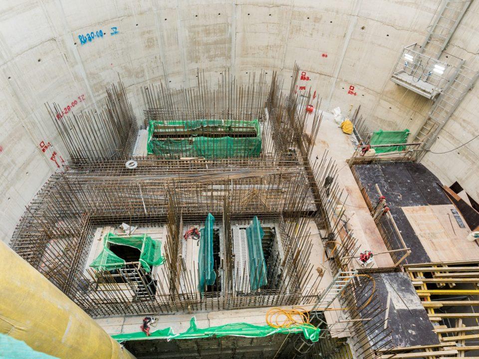 Pembinaan papak tengah aras bawah tanah B3 Syaf Penyelenggaraan 2, yang berada 15m di bawah permukaan tanah.