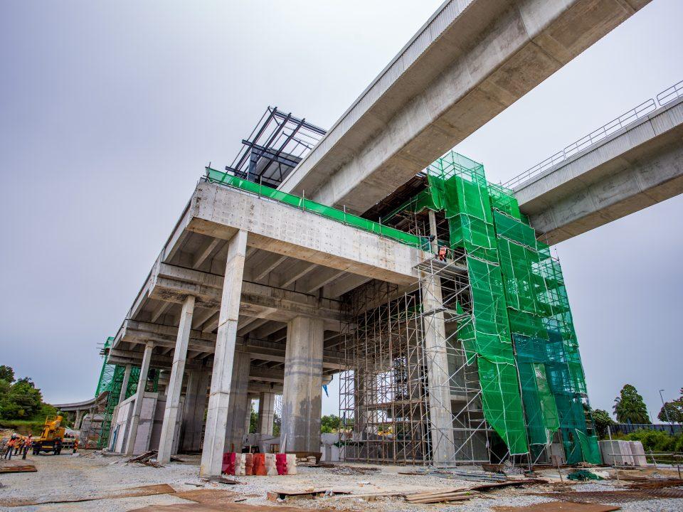 Kerja-kerja konkrit tetulang tangga keluar hampir siap di tapak Stesen MRT Cyberjaya City Centre.