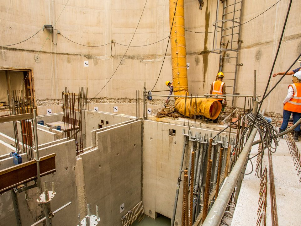 Pandangan tapak Syaf Kecemasan 2 menunjukkan pembinaan papak pratuang di aras landasan bahagian utara.