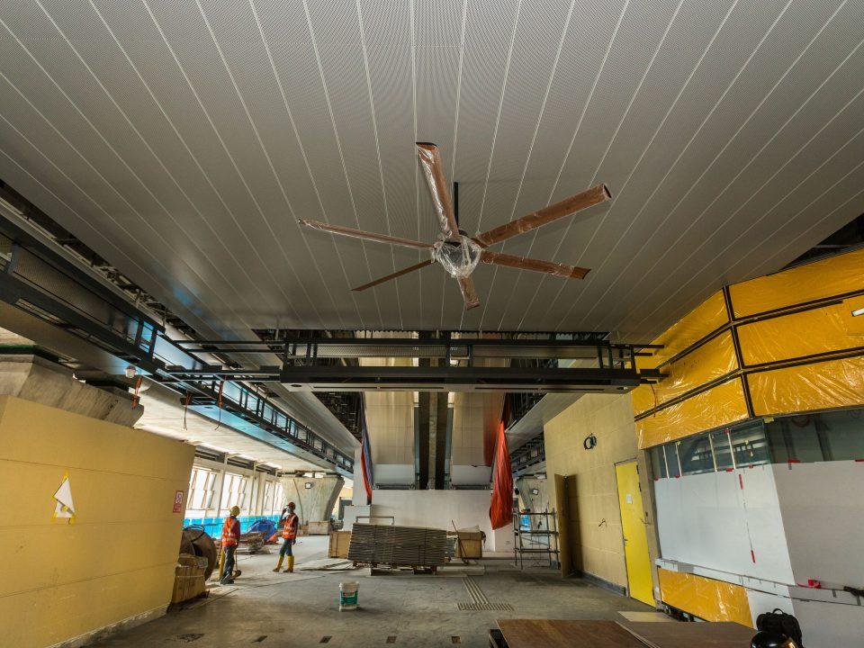 Pengecatan dalaman sedang dijalankan di Stesen MRT Damansara Damai.