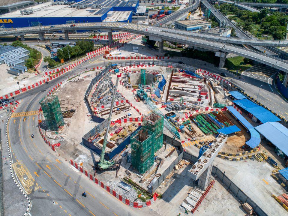 Pandangan udara Syaf Penyelenggaraan 2 menunjukkan pembinaan asas tanah sedang dijalankan.