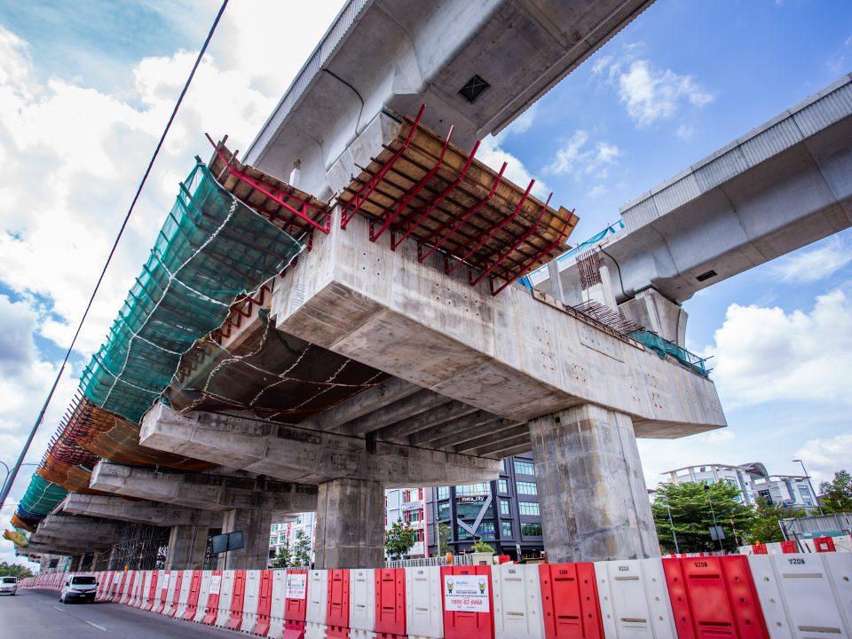 Kerja-kerja papak tengah sedang dijalankan di Stesen MRT Putra Permai.